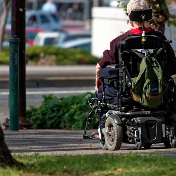 Personne en fauteuil roulatn pour illustrer l'article des Echos sur Handisoins 85